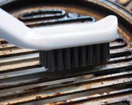 detail cleaning grill brush