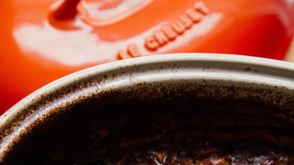 how to clean le creuset pans